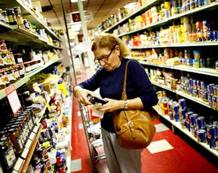 2cd90e9bd لفتت دراسة أميركية إلى أن المواد الكيماوية التي تدخل في حفظ المواد الغذائية  وتغليفها ومبيدات الحشرات، قد ترتبط بتدني معدلات الخصوبة لدى النساء