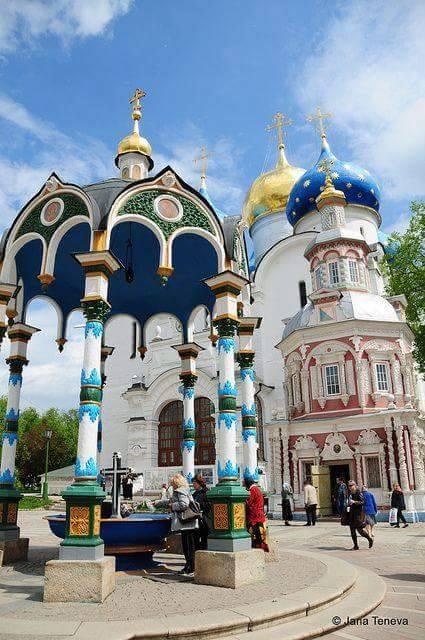الثالوث بألوانه الجميلة روسيا